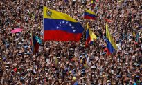 Videos of the Day: Venezuelan General Defects as Anti-Maduro Rallies Draw Huge Crowds
