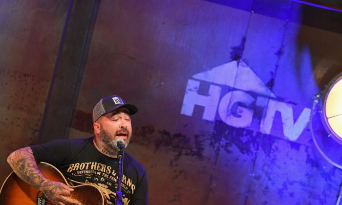 Recording Artist Aaron Lewis performs onstage at the HGTV Lodge during CMA Music Fest in Nashville, Tennessee, on June 11, 2016. (Jason Davis/Getty Images for HGTV )