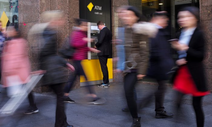A man banks at a Commonwealth Bank automatic teller machine in Sydney, Australia, Aug. 28, 2017. (Reuters/Jason Reed)