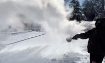 Professor at the Illinois Institute of Technology Throws Boiling Water in Extreme Cold, the Result Is Dramatic