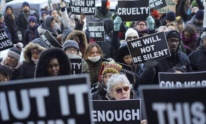 Protesters attend a rally at Metropolitan Detention Center demanding that heat is restored for the inmates in the Brooklyn borough of New York City, New York, U.S., Feb. 2, 2019. (Go Nakamura/Reuters)