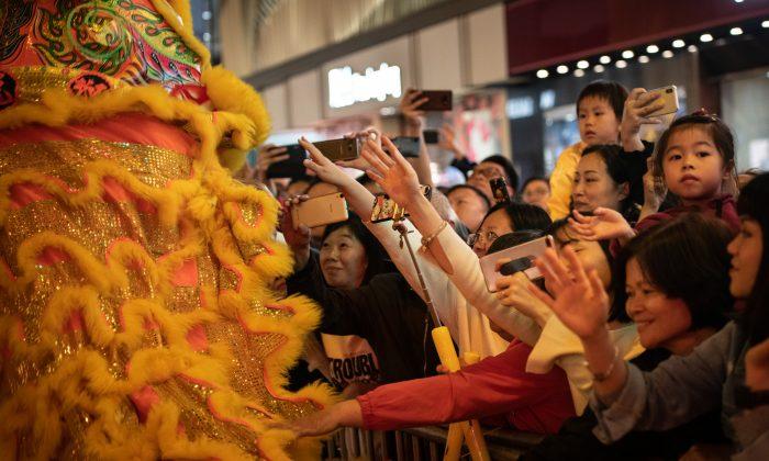 Hong Kong Cheung Keung Martial Arts Association performance during the Cathay Pacific International Chinese New Year Night Parade  in Hong Kong on Feb. 5, 2019. (Ivan Abreu/Getty Images  for Hong Kong Tourism Board)