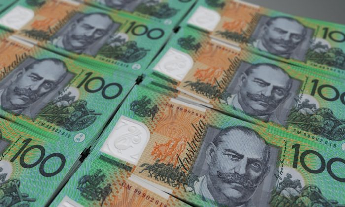 Hundred dollar Australian bills. (Pixabay)