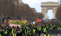 More Violence in Paris as 'Yellow Vest' Demonstrators Keep Marching