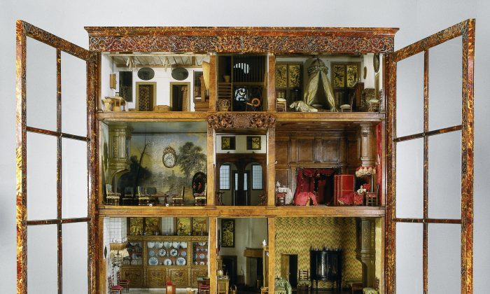 The Petronella Oortman dollhouse, in the Rijksmuseum, Amsterdam. Rijksmuseum, Amsterdam. (Public Domain)
