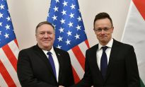 Pompeo Warns of Risks to US Cooperation Over Huawei