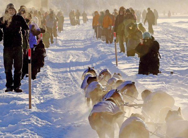 A haze hangs around spectators on the Chena River as teams left Fairbanks, Alaska, during the start of the Yukon Quest sled dog race Feb. 3, 2018. (THE CANADIAN PRESS/AP-Robin Wood/Fairbanks Daily News-Miner via AP)