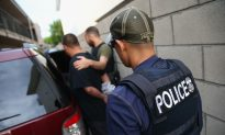 Armed Militia Is Holding Illegals From Mexico for Border Patrol