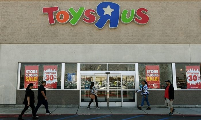 Customers shop at a Toys 'R' Us store in Los Angeles, Calif., on March 23, 2018. (Mark Ralston/AFP/Getty Images)