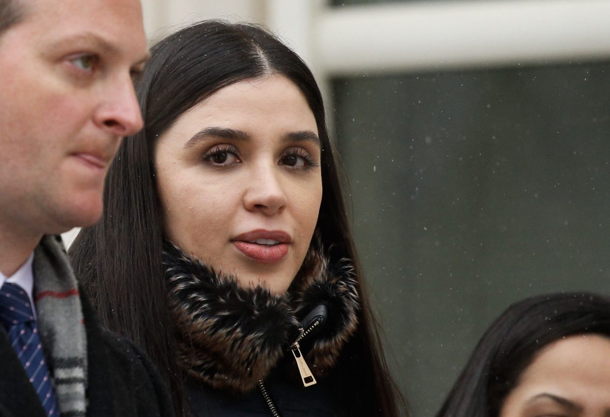 wife of El Chapo outside courtroom