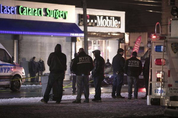 New York officer shot T-mobile