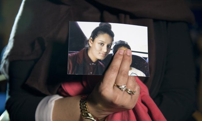 Renu, the eldest sister of Shamima Begum, holds her sister's photo while being interviewed by the media at New Scotland Yard in London, on Feb. 22, 2015. (Laura Lean/PA Wire/Getty Images)