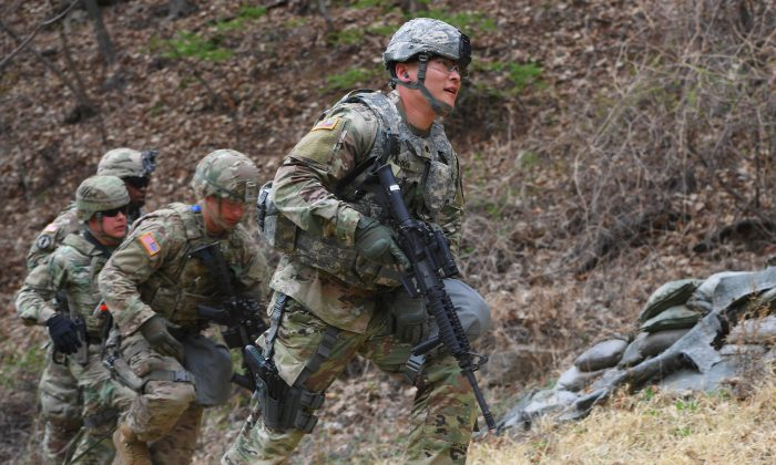 U.S. soldiers train at Camp Casey in Dongducheon, north of Seoul, on April 10, 2018. (JUNG YEON-JE/AFP/Getty Images)
