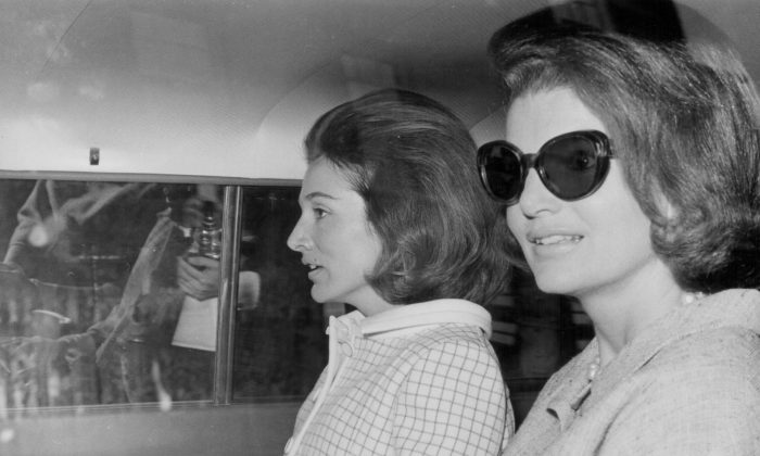 Sisters and socialites Lee Radziwill and Jacqueline Kennedy sit in the back of a car in London on May 15, 1965. (Central Press/Getty Images)