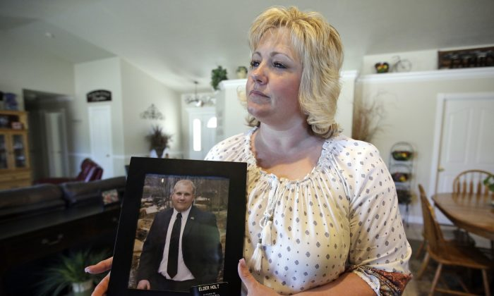 Laurie Holt holds a photograph of her son Joshua Holt at her home in Riverton, Utah on Jully 13, 2016. (AP Photo/Rick Bowmer, File)