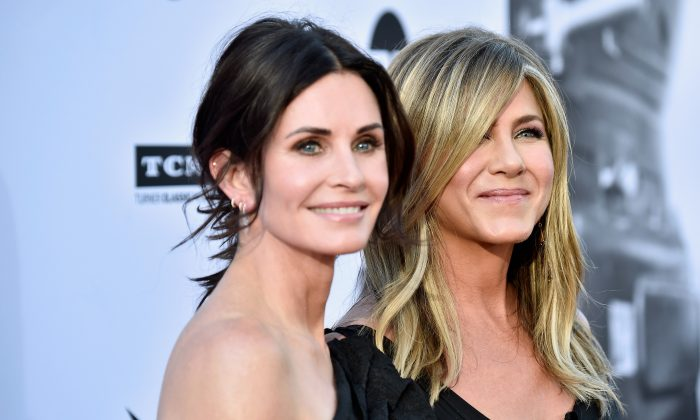 Courteney Cox (L) and Jennifer Aniston attend the American Film Institute's 46th Life Achievement Award Gala Tribute to George Clooney at Dolby Theatre in Hollywood, Calif., on June 7, 2018. (Frazer Harrison/Getty Images)