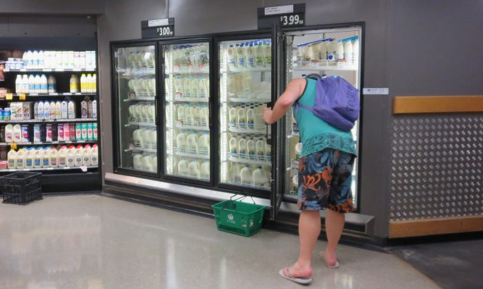 A shopper buys at a Woolworths supermarket in Sydney, Australia on, May 24, 2016. (Getty Images)