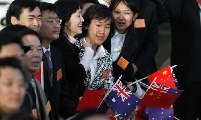 Local Chinese residents wait for former Chinese leader Hu Jintao to arrive at the Sydney International airport on Sept. 5, 2007. (RICK STEVENS/AFP/Getty Images)