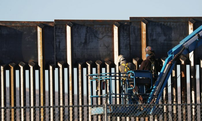 People work on the U.S.- Mexico border wall on Feb. 12, 2019 in El Paso, Texas. (Joe Raedle/Getty Images)