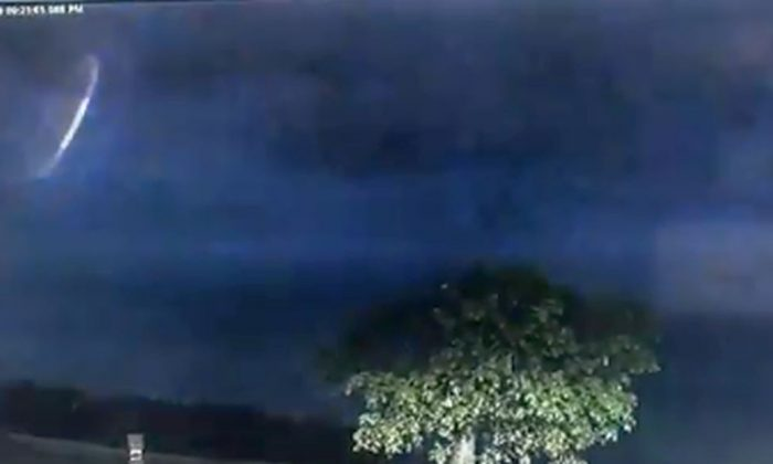 The footage was captured during a lightning storm in Australia (Broome Police / Twitter)