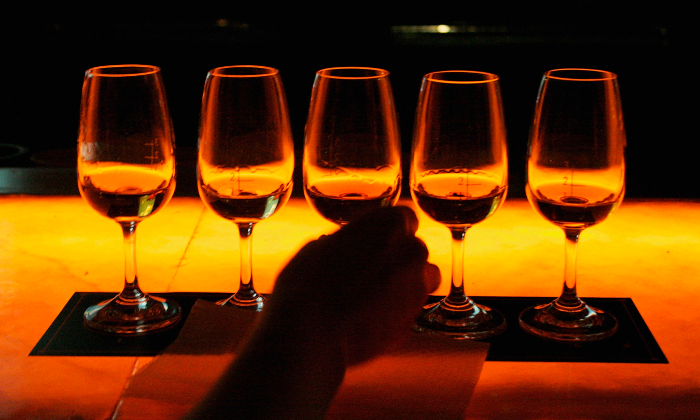 Alcoholic beverages served in China. (China Photos/Getty Images)