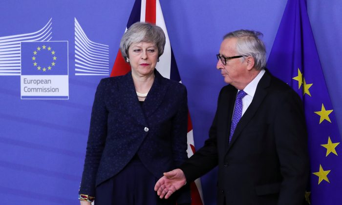 European Commission President Jean-Claude Juncker shakes hands with British Prime Minister Theresa May at the European Commission headquarters in Brussels, Belgium Feb. 7, 2019. (Yves Herman/Reuters)