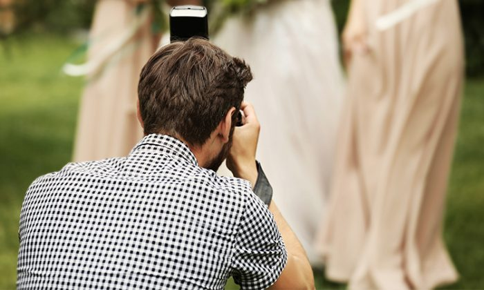 A wedding photographer (Illustration - Shutterstock)