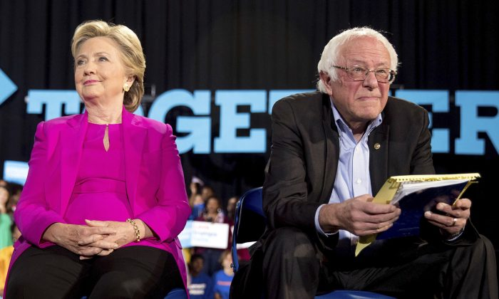 2016 Democratic presidential candidate Hillary Clinton and Sen. Bernie Sanders, D-Vt., appear at a rally at Coastal Credit Union Music Park at Walnut Creek in Raleigh, Nov. 3, 2016. (AP photo/Andrew Harnik)