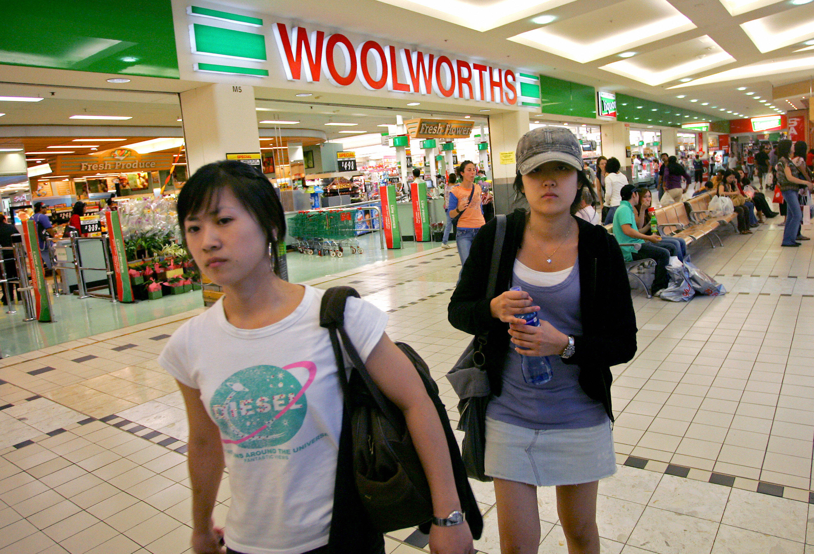 Sydney siders are seen shopping at a Woolworths