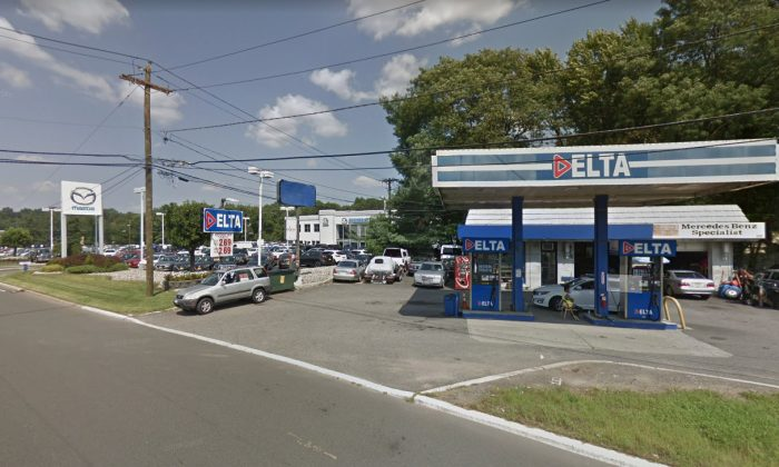 The Delta gas station where 3 people were killed in a crash on Feb. 19, 2019. (Screenshot/Googlemaps)