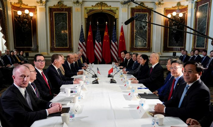 U.S. Trade Representative Robert Lighthizer (4th L), Treasury Secretary Steven Mnuchin (3rd L), Commerce Secretary Wilbur Ross, White House economic adviser Larry Kudlow, and White House trade adviser Peter Navarro pose for a photograph with China's Vice Premier Liu He (4th R), Chinese vice ministers, and senior officials before the start of U.S.-China trade talks at the White House on Feb. 21, 2019. (Joshua Roberts/Reuters)