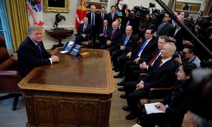 U.S. President Donald Trump meets with Chinese Vice Premier Liu He (R) in the Oval Office at the White House in Washington, United States, on February 22, 2019. (REUTERS/Carlos Barria)