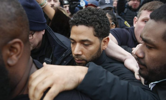 """Empire"" actor Jussie Smollett leaves Cook County jail following his release, in Chicago,on Feb. 21, 2019. (Kamil Krzaczynski/AP Photo)"