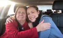 Video Captures Moment When Deaf Mother With Dementia Recognizes Daughter
