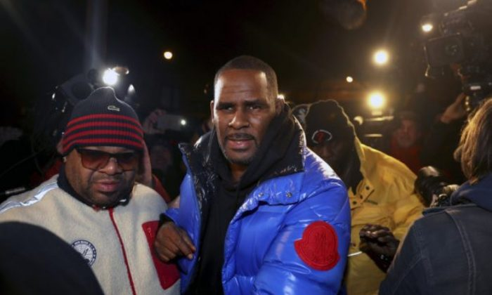 R. Kelly turns himself in at 1st District police headquarters in Chicago on Feb. 22, 2019. (Chris Sweda/Chicago Tribune via AP)