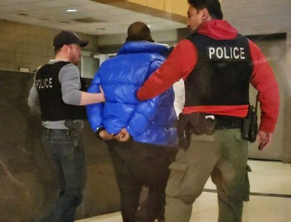 r-kelly-in-handcuffs-615x470
