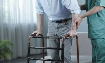 Salon-Goers Step In When They Overhear Caregiver 'Exploiting' Dementia Sufferer