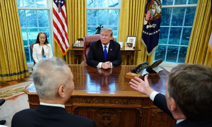 Trade Representative Robert Lighthizer (front R) gestures while speaking to President Donald Trump during a meeting with China's Vice Premier Liu He (L) in the Oval Office of the White House in Washington on Feb. 22, 2019. (Mandel Ngan/AFP/Getty Images)