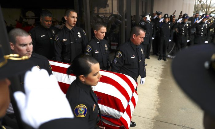 Officers with the Newman Police Department carry the flag-draped casket of slain officer Corporal Ronil Singh during a funeral service at CrossPoint Community Church in Modesto, California, on Jan. 5, 2019. (Stephen Lam/Getty Images)