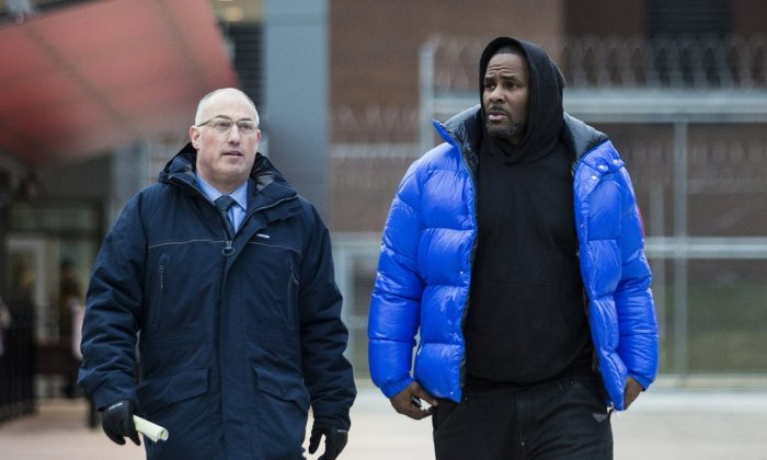 R. Kelly walks out of Cook County Jail with his defense attorney, Steve Greenberg, after posting $100,000 bail in Chicago, on Feb. 25, 2019. (Ashlee Rezin/Chicago Sun-Times via AP)