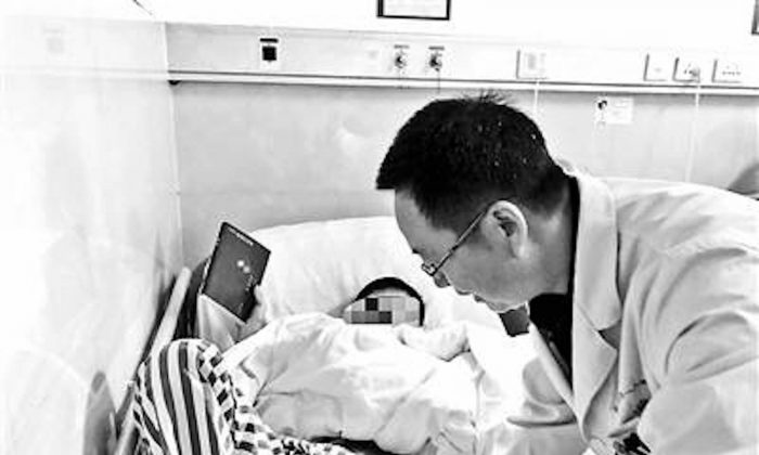 The boy in the hospital with a doctor in an undated photograph from Chenzhou, Hunan, China. (Beijing Youth News/ weibo.com)