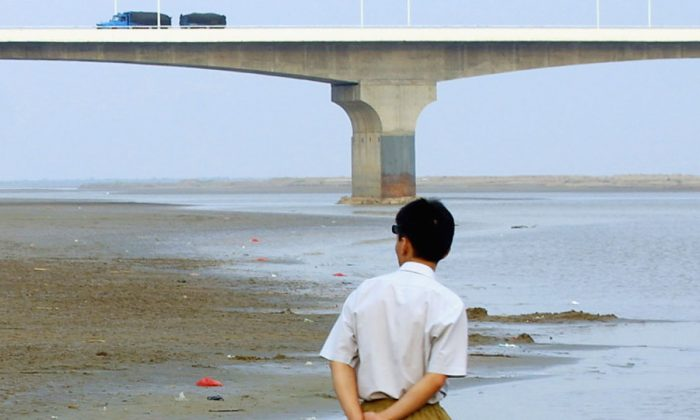 A man on the bank of the Yellow River. (Natalie Behring-Chisholm/Getty Images)