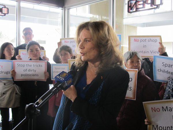 Dr. Lynn Fox speaks