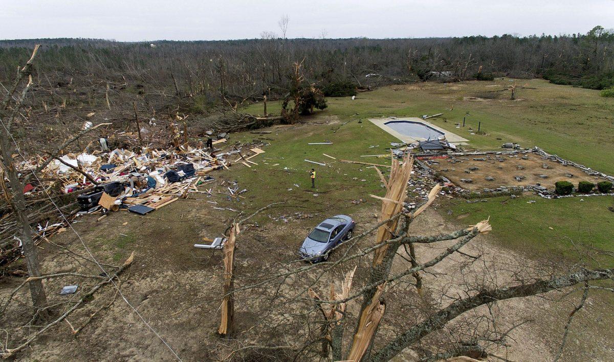 Alabama tornado death and destruction