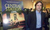 Shoeshine Boy's Honesty Landed Him Lead Role in 1998 Film Central Station, He's Now a Director