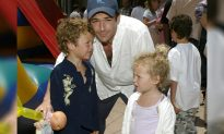 Luke Perry Once Separated 2 Screaming Kids on a Plane with Balloons, and We Love Him for It