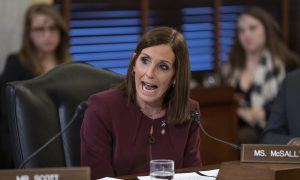 Cruz, McSally Back Senate Vote to Confirm Replacement for Ginsburg, Democrats Push Back