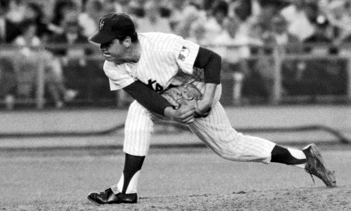 New York Mets right-handed pitcher Tom Seaver makes a second-inning delivery against the Chicago Cubs at New York's Shea Stadium where he hurled a one-hitter in a 4-0 victory on July 9, 1969. (AP Photo/File)