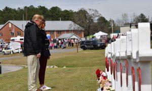 Trump Meets Relatives of Alabama Tornado Victims, Surveys 'Unbelievable Devastation'