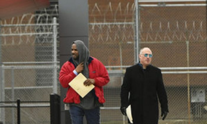 Singer R. Kelly left, walks with his attorney Steve Greenberg right, after being released from Cook County Jail, in Chicago, on March 9, 2019. (Paul Beaty/AP Photo)